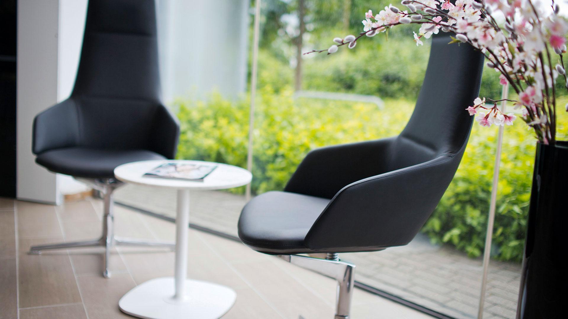 Lexus RC Stühle und Tisch