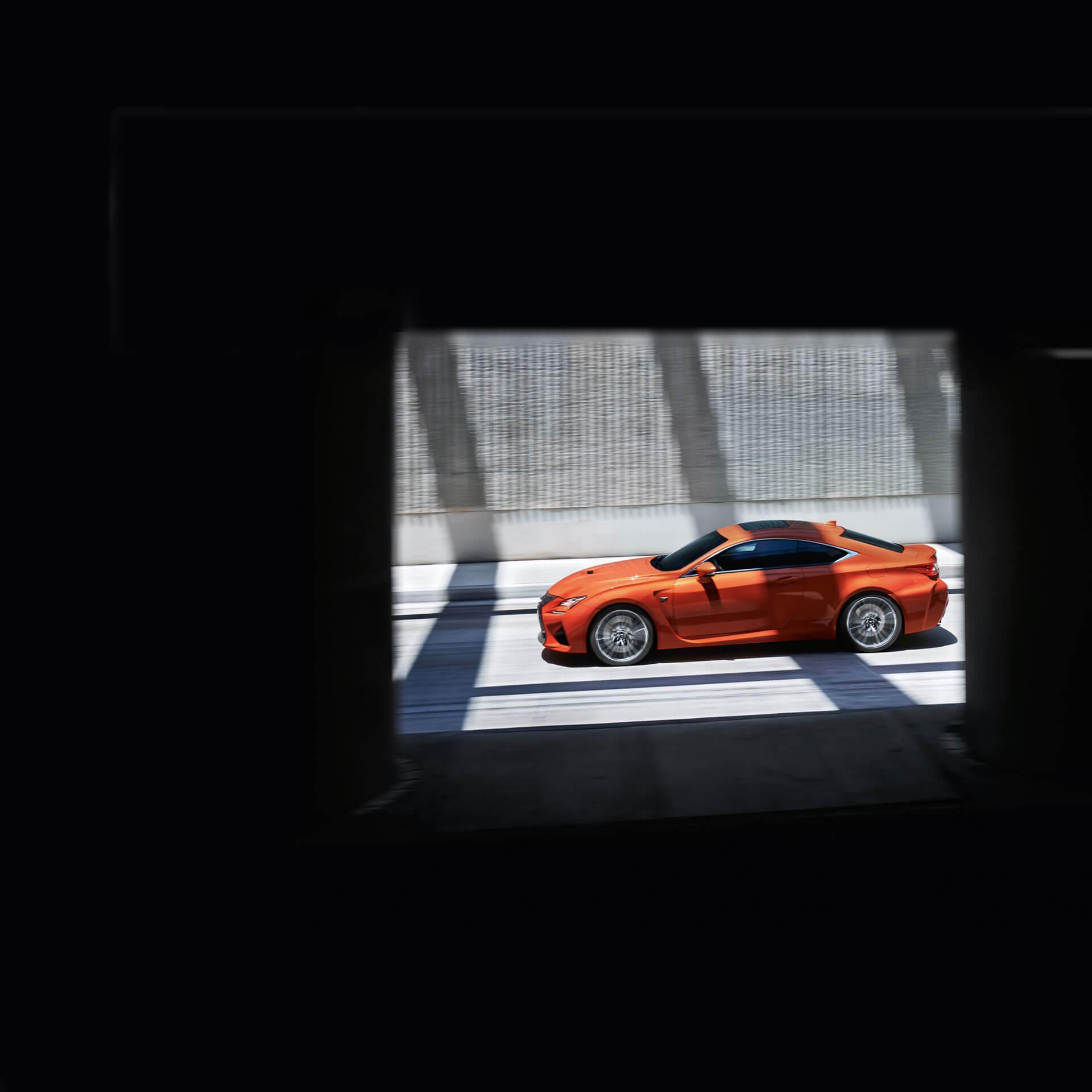 Lexus RC F rot Seitenansicht