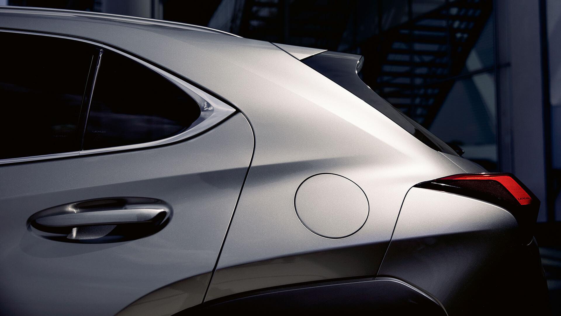 Lexus UX Silber hinten Seitenansicht