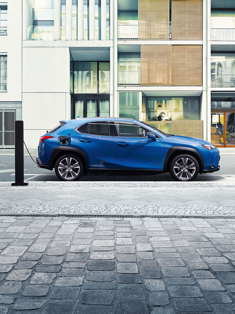2020 lexus ux 300e left right feature reassuringly electric