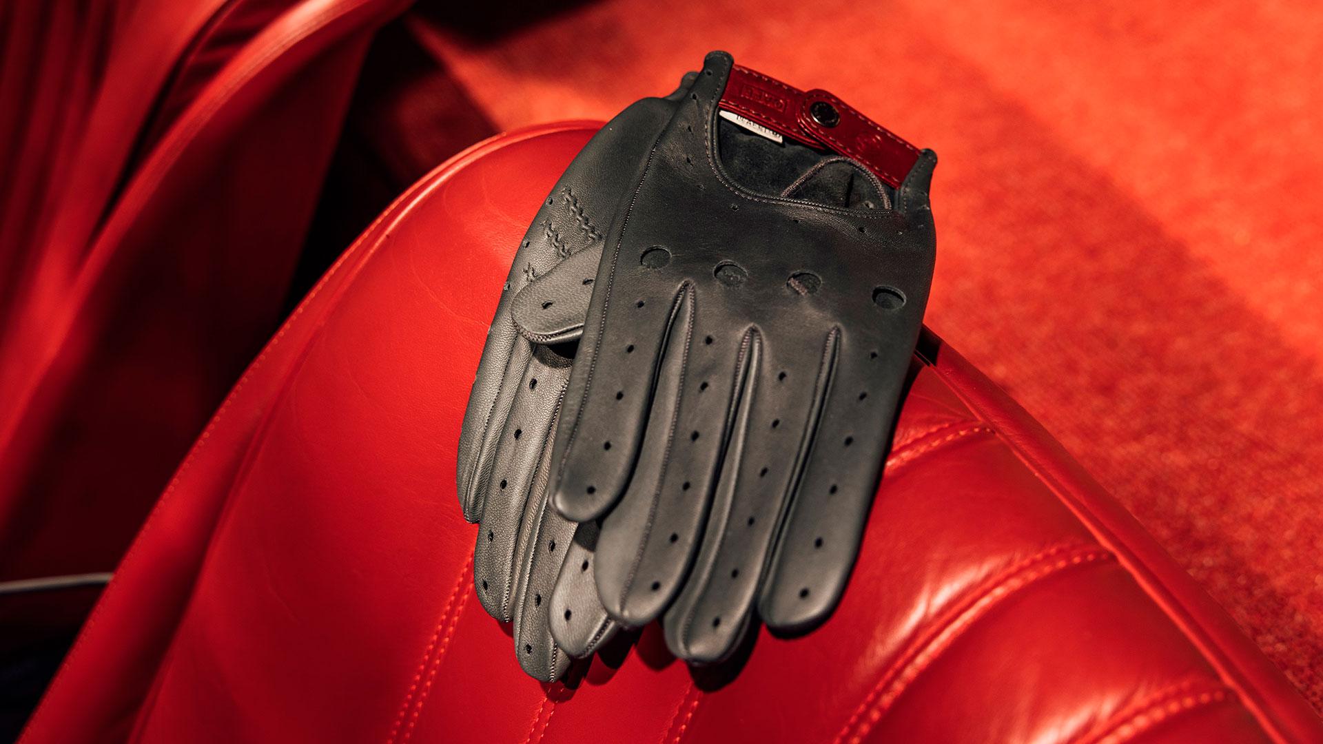 Imagen de los complementos de Café Leather