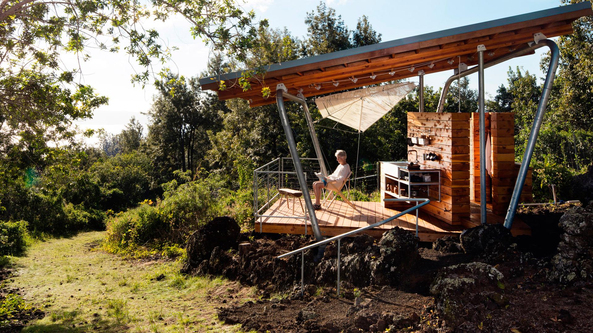 Vivienda exterior sobre un flujo de lava en Maui