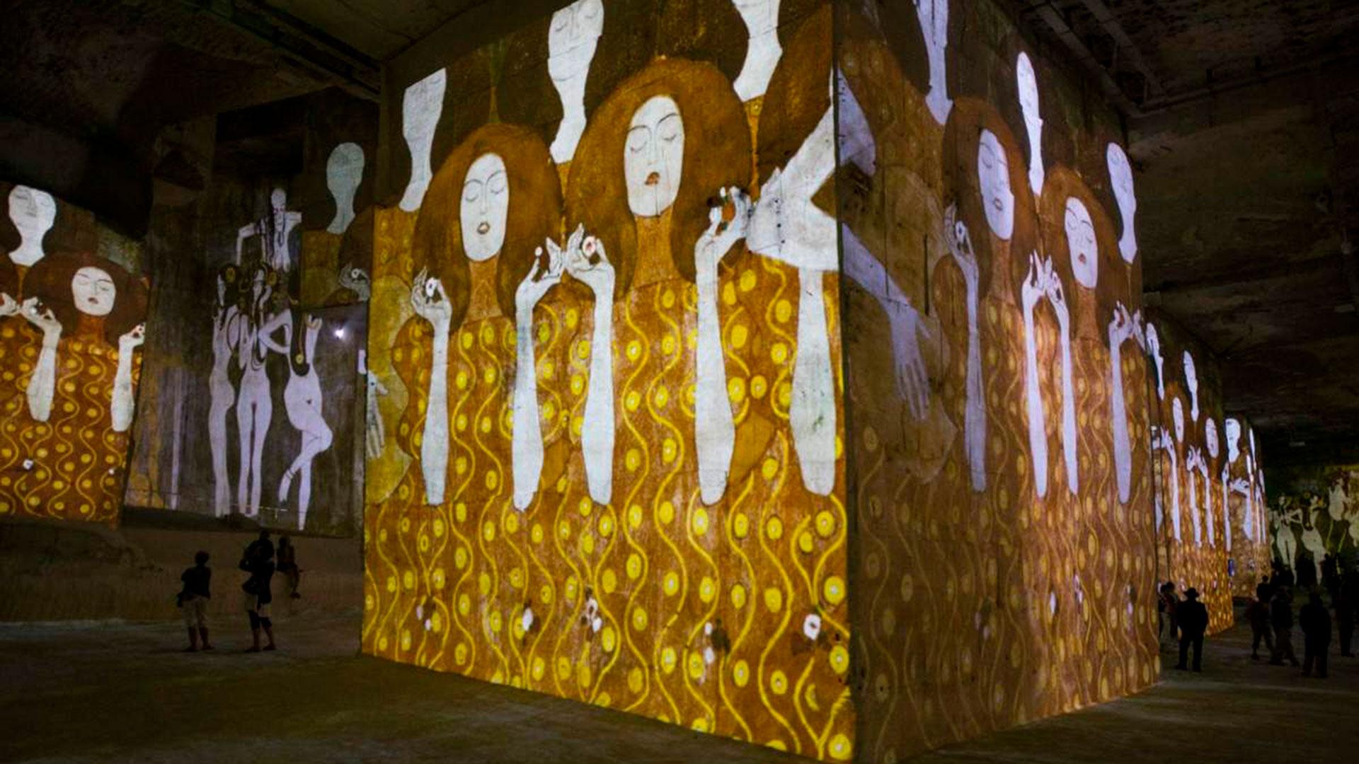 Atelier des Lumières presenta una exposición dedicada a Gustav Klimt