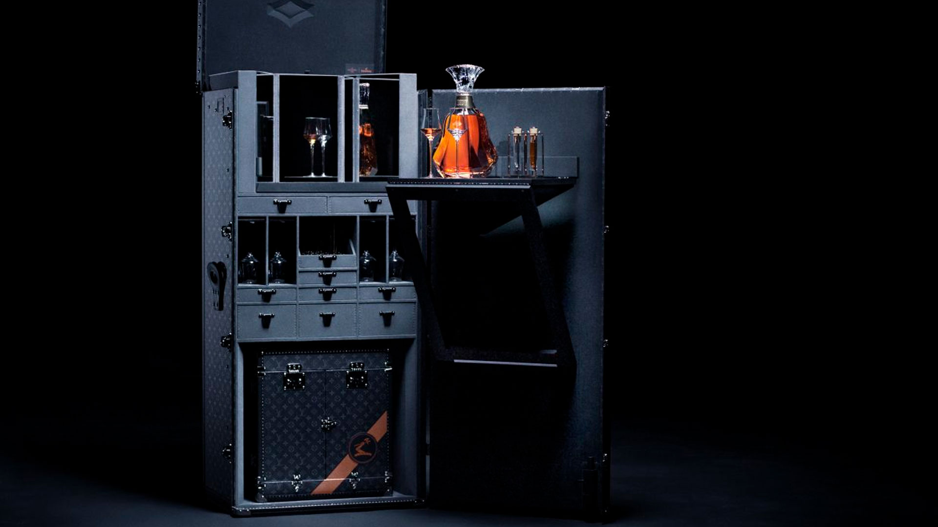 Imagen del baúl de Hennessy diseñado por Louis Vuitton