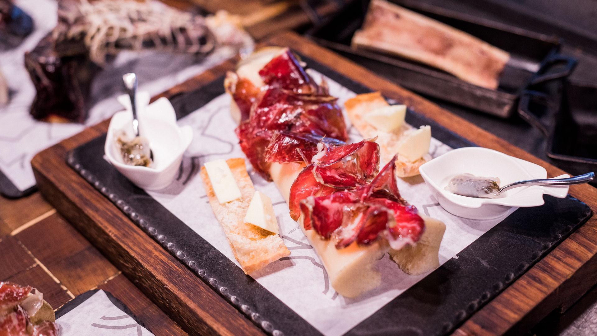 Imagen de diferentes platos de Vaca Nostra