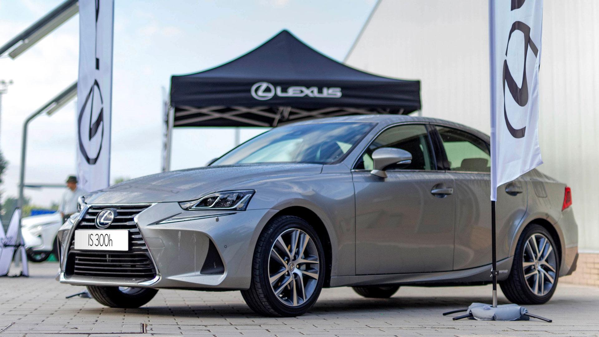 Imagen del IS 300h exhibido en el Torneo Lexus Hybrid Promo
