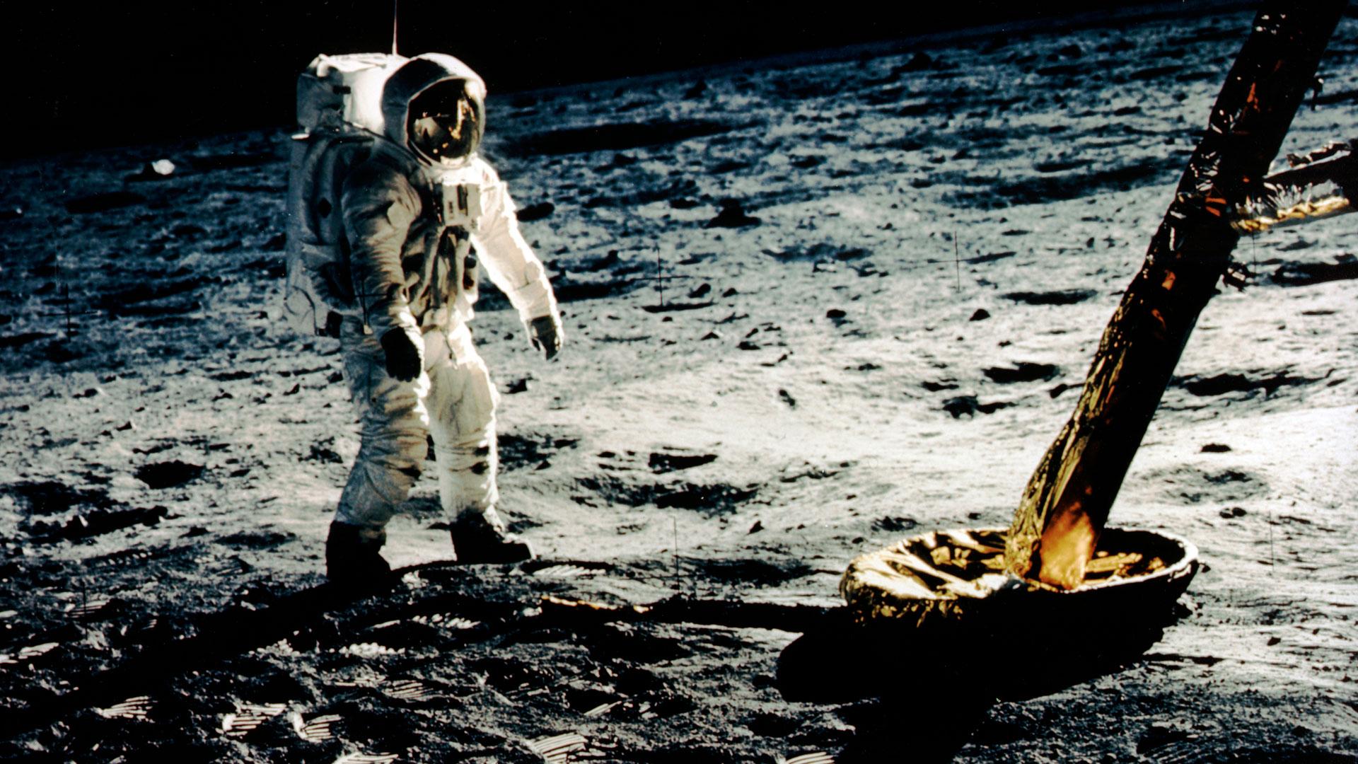 Un hombre en la Luna hero asset