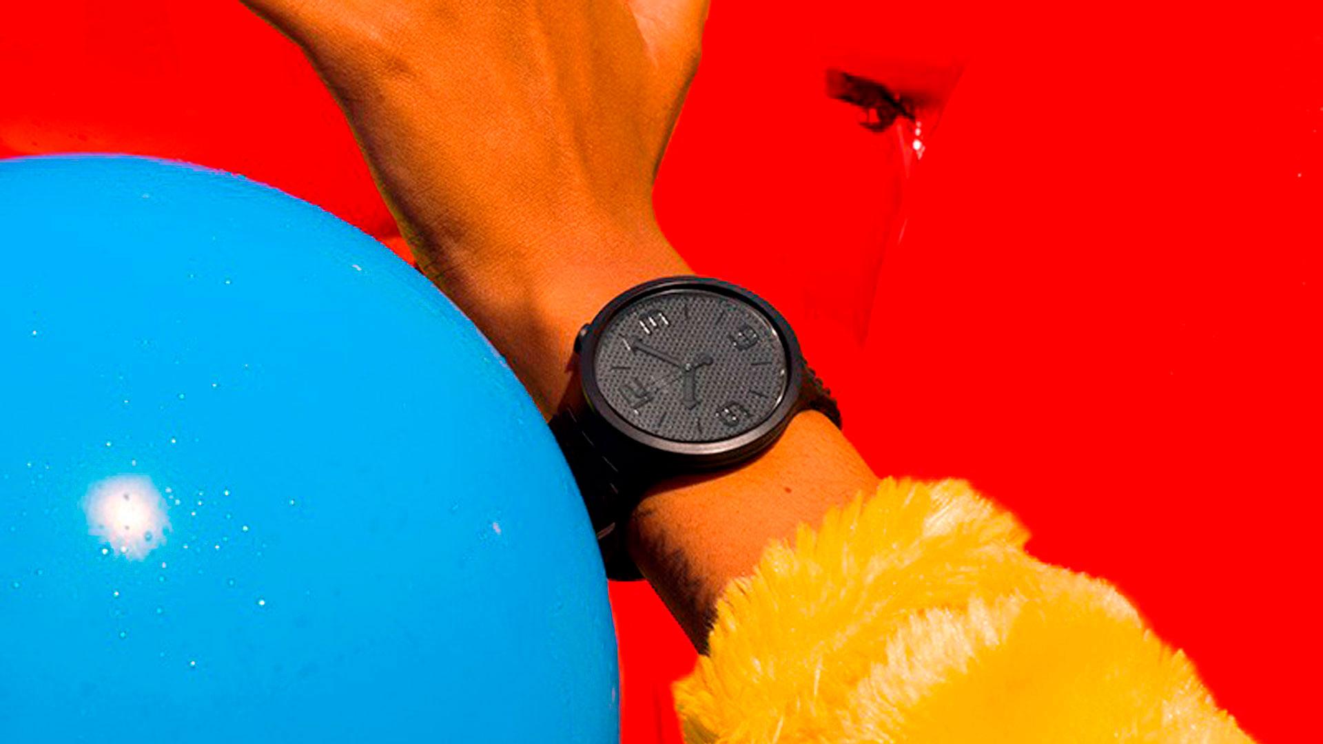 Imagen de la campaña publicitaria de Swatch Big Bold