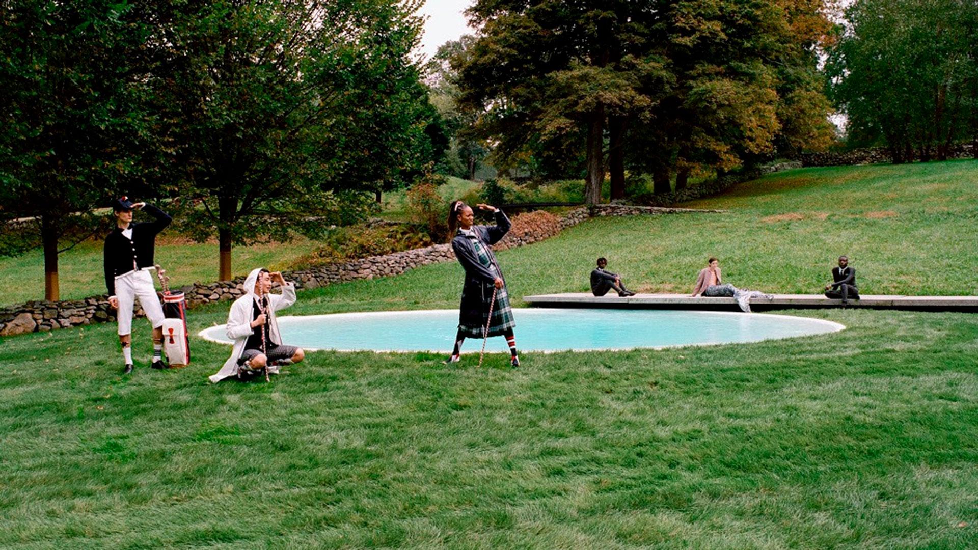 Modelos con la colección inspirada en el golf de Thom Browne