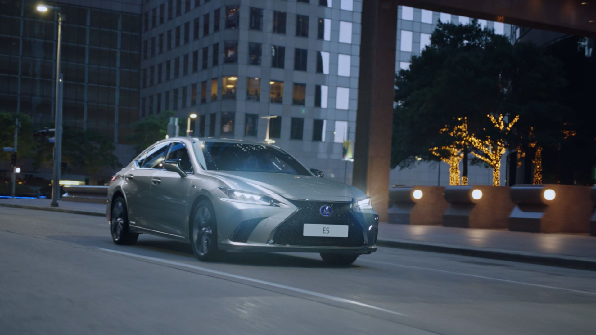 2019 lexus es hybrid gallery 012 video