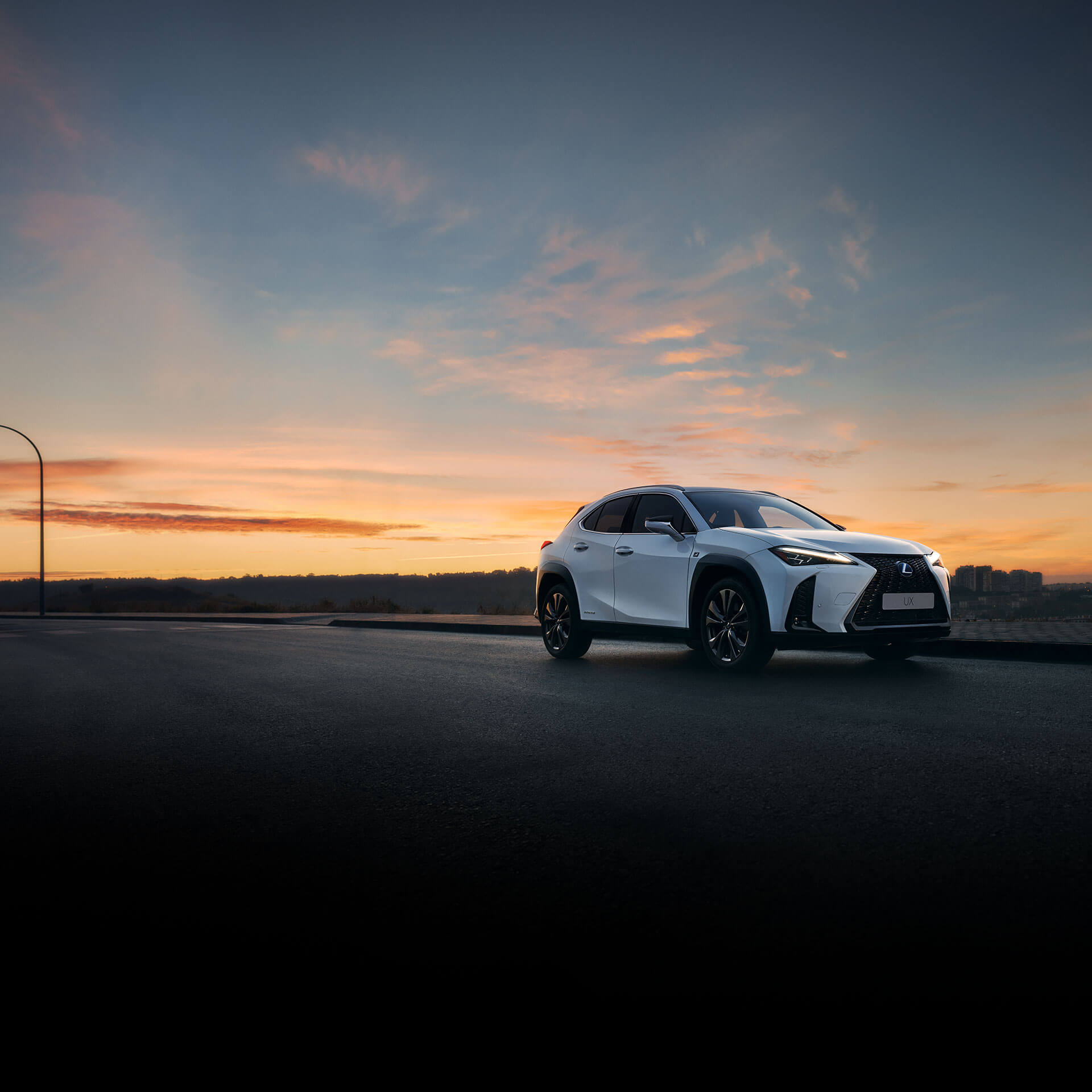 2019 lexus uk ux hero