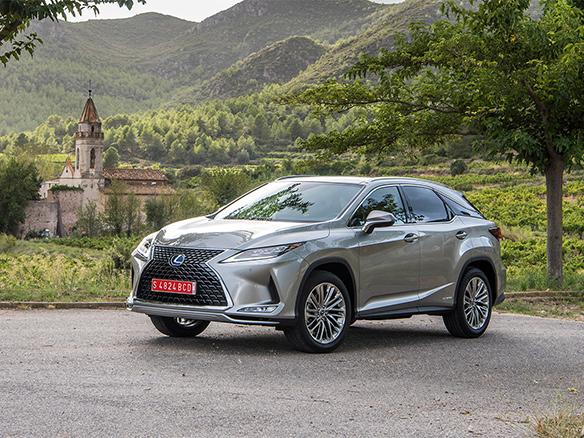 Lexus RX 450h legt lat voor SUVs opnieuw hoger portrait