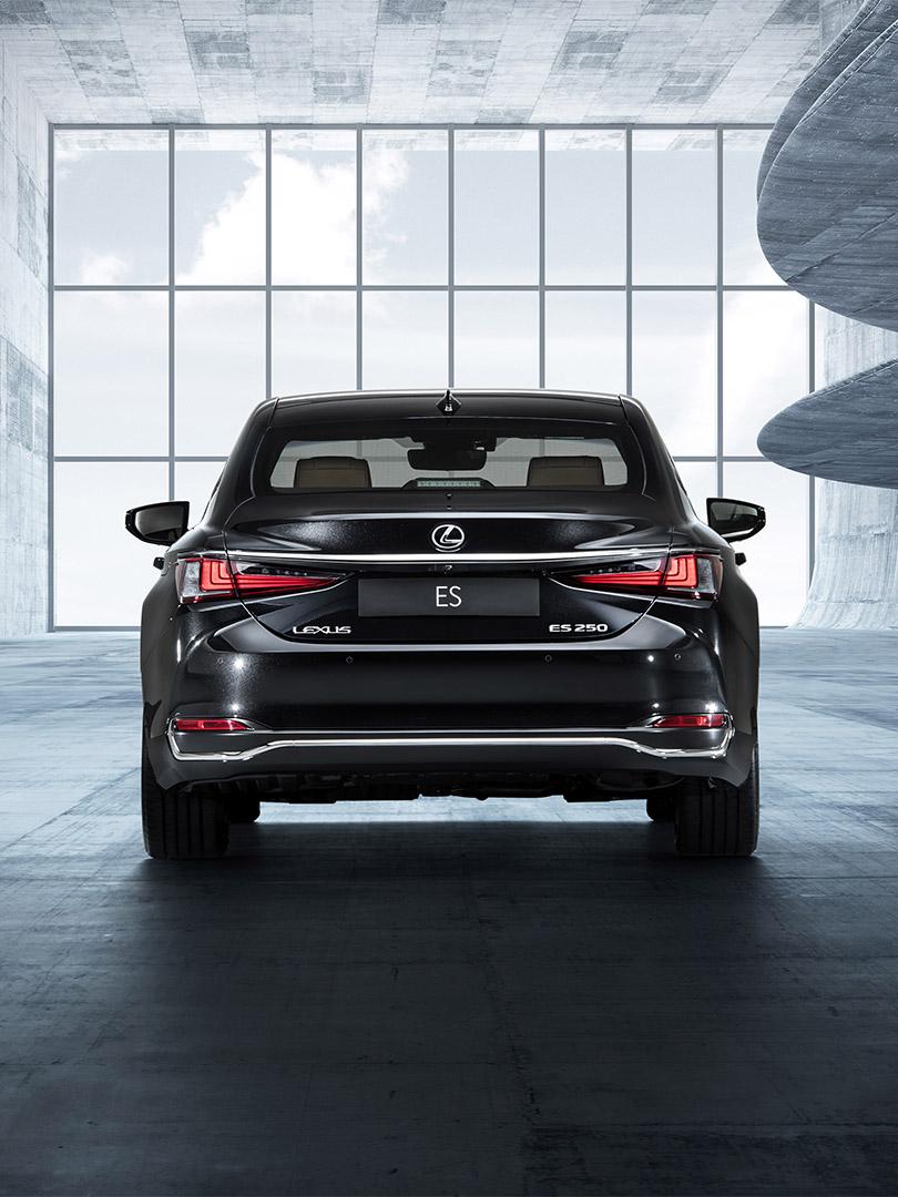 De nieuwe Lexus ES dynamisch en verfijnd luxury sedan