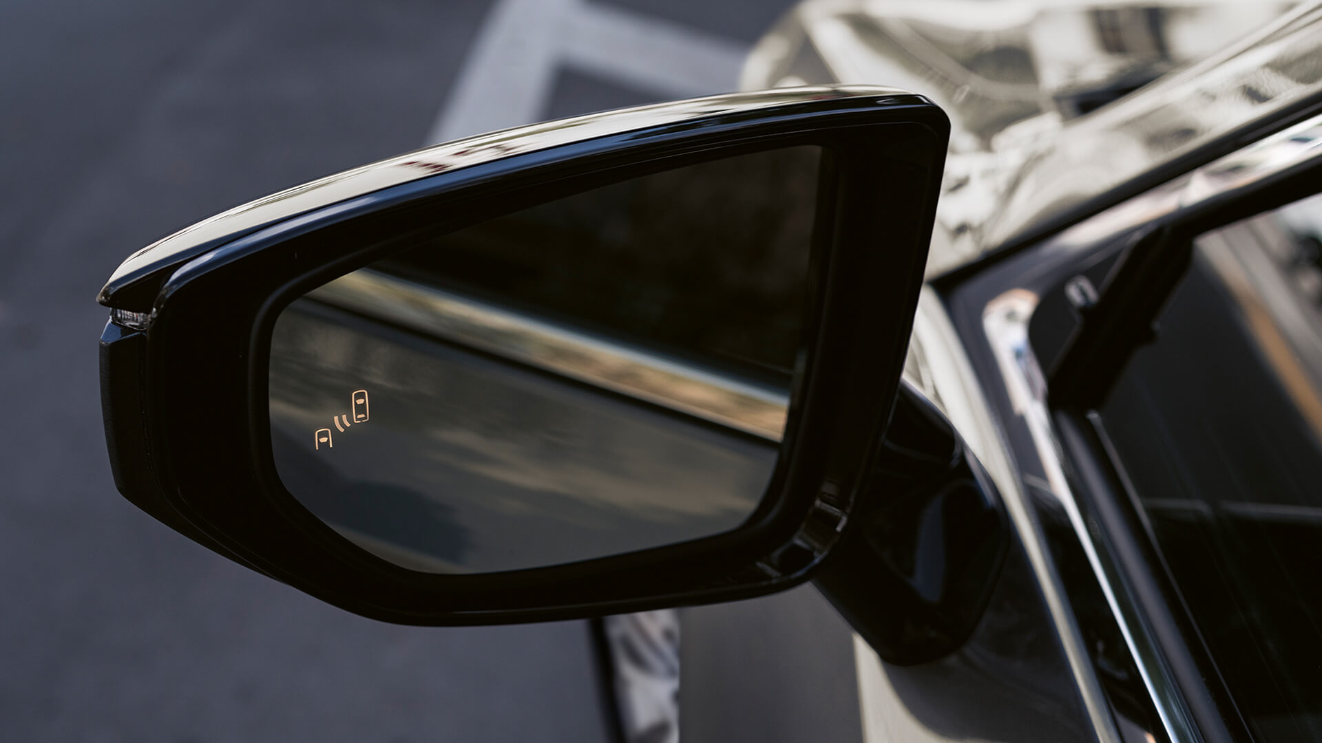 2021 lexus es hybrid experience feature blind spot monitor